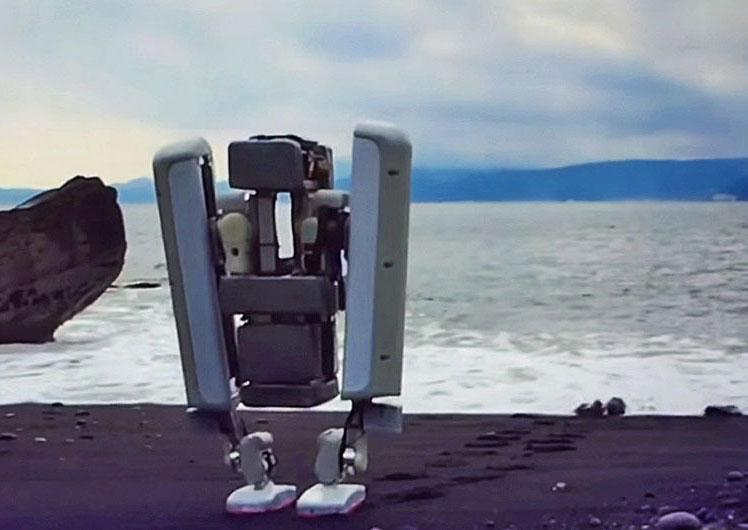 Google продемонстрировала двуного робота, способного перемещаться по различным поверхностям