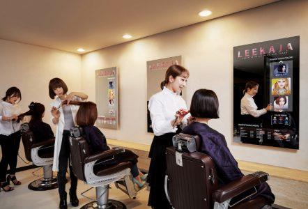 Первые коммерческие образцы зеркальных OLED-дисплеев Samsung установили в парикмахерской в Сеуле