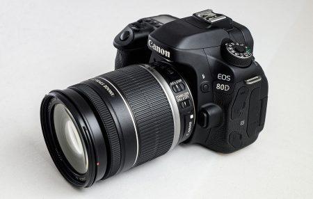 Canon 80D: о сидении на двух стульях