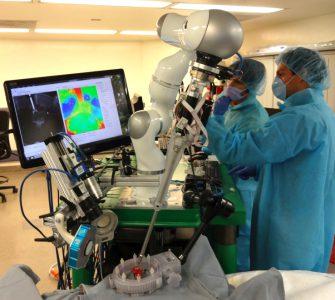 Разработан робот-хирург, в некоторых аспектах превосходящий профессиональных хирургов