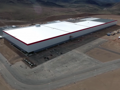 «Гигафабрика» Tesla начнет выпускать аккумуляторы уже в этом году