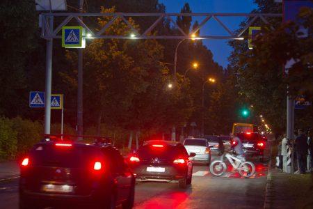 Виталий Кличко обещает до конца года установить ночное освещение с питанием от солнечных батарей на 260 пешеходных переходах Киева