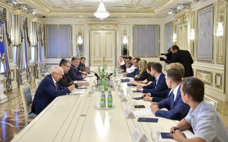 Петр Порошенко встретился с лидерами украинских стартапов и отметил значительные перспективы развития IТ-индустрии страны