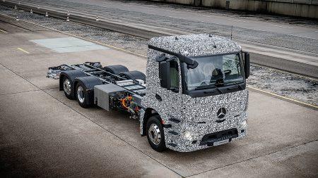 Mercedes-Benz построил полностью электрический грузовик Urban eTruck с запасом хода 200 км
