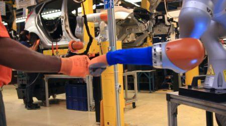 Ford тестирует роботов-сборщиков, умеющих работать в команде
