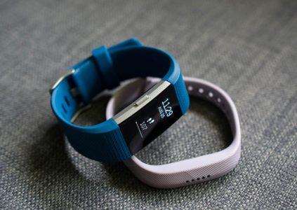 Fitbit анонсировала новые версии фитнес-трекеров Charge 2 и Flex 2