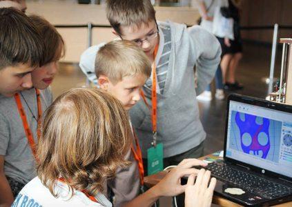 В Киеве откроют пять школ робототехники
