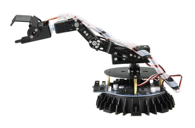 В Киеве открываются 5 школ робототехники