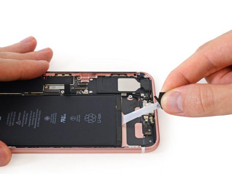 Специалисты iFixit обнаружили в iPhone 7 Plus более ёмкий аккумулятор, увеличенный модуль Taptic Engine и 3 ГБ ОЗУ