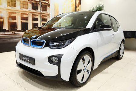 Вслед за Renault о начале официальных продаж электромобилей в Украине объявил BMW, первые BMW i3 уже нашли своего покупателя