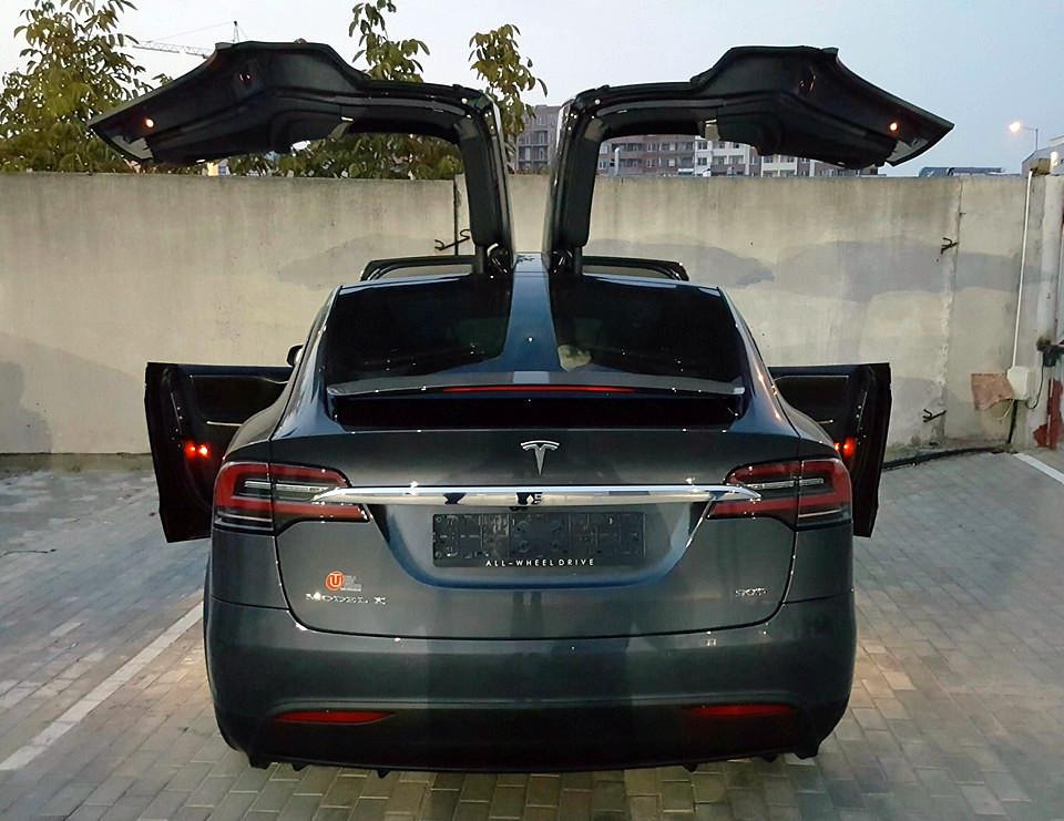 Китайские хакеры показали удаленный взлом электромобиля Tesla