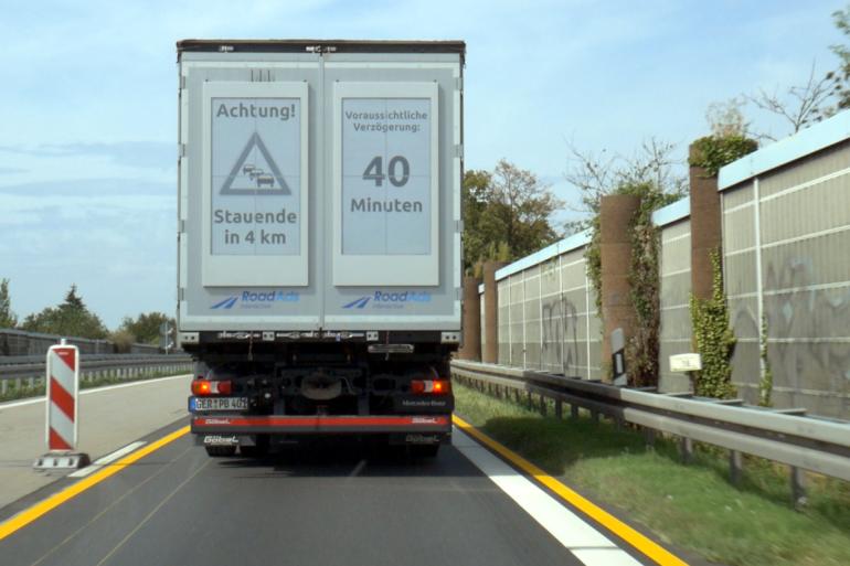 traffic-warning_electronic-paper-truck-display