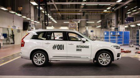 Volvo показала первый прототип XC90, предназначенный для масштабного тестирования беспилотных автомобилей [видео]