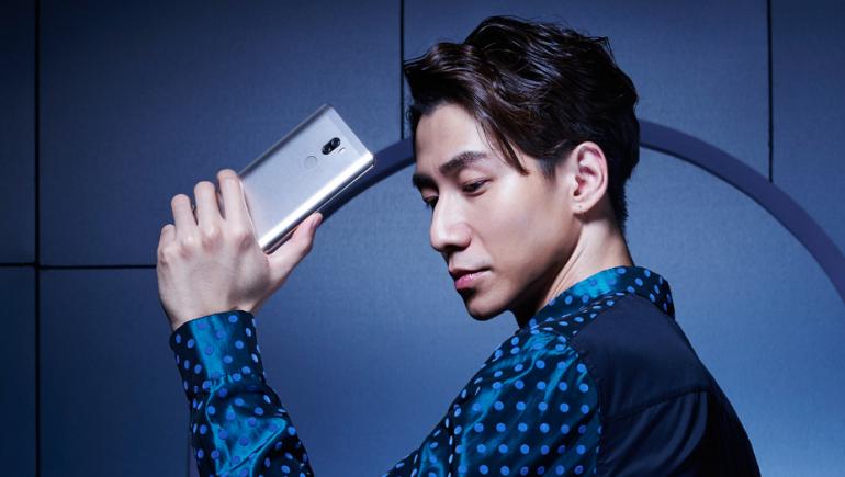 Xiaomi Mi 5S Plus в чоловічій руці