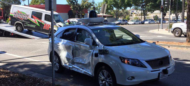 Самоврядний автомобіль Google потрапив в серйозну аварію