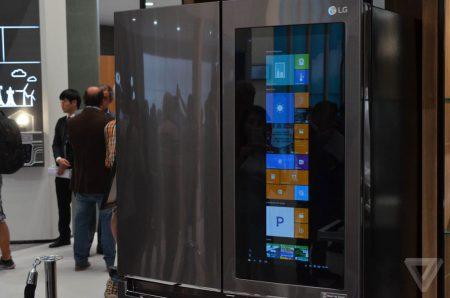 LG показала умный холодильник с ОС Windows 10 и полупрозрачным сенсорным дисплеем диагональю 29 дюймов