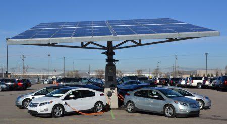 «Теперь и солнечные панели»: ВРУ дополнила законопроект 4033а с налоговыми льготами на покупку электромобилей оборудованием на альтернативных видах энергии