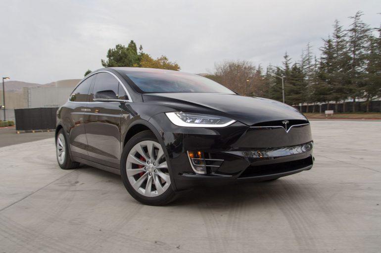 Обновленный автопилот Tesla Autopilot 8.0 электромобиля Tesla Model X предотвратил неизбежное столкновение
