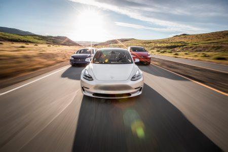 Tesla впервые за три года и во второй раз за всю свою историю завершила квартал с прибылью