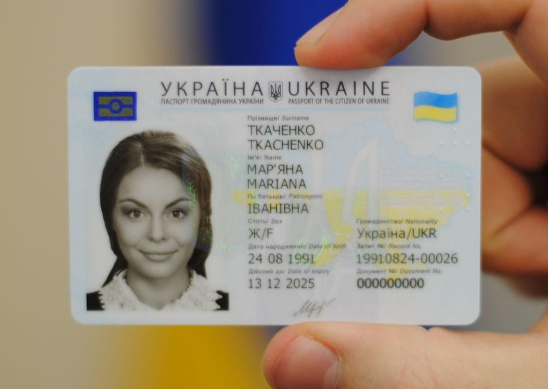 Украина переходит набиометрические паспорта