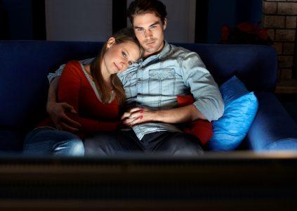 Исследование: Совместный просмотр сериалов улучшает отношения между партнерами