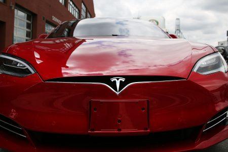 В Германии Tesla попросили не упоминать автопилот в рекламе автомобиля