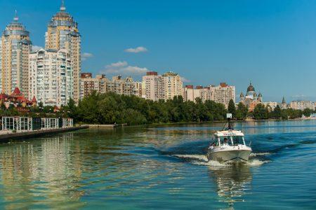 «Редкая птица долетит до середины Днепра»: на Яндекс.Картах появились водные панорамы Киева