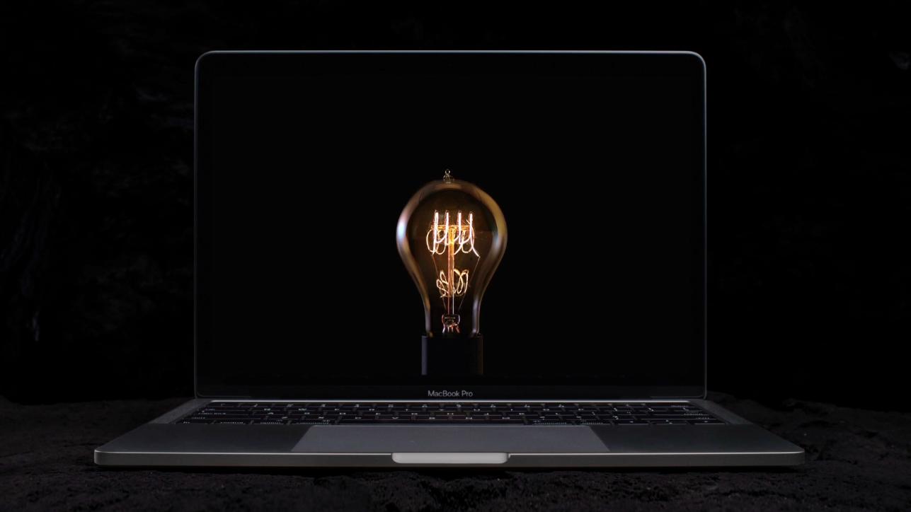Apple уничтожила неменее 1 млн лампочек врекламе нового MacBook Pro