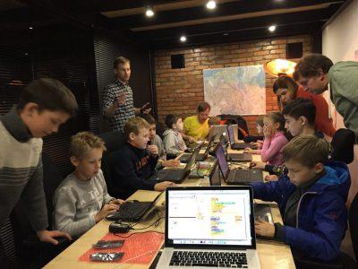Фонд BrainBasket бесплатно обучит украинских школьников программированию. И делать это он будет в игровой форме