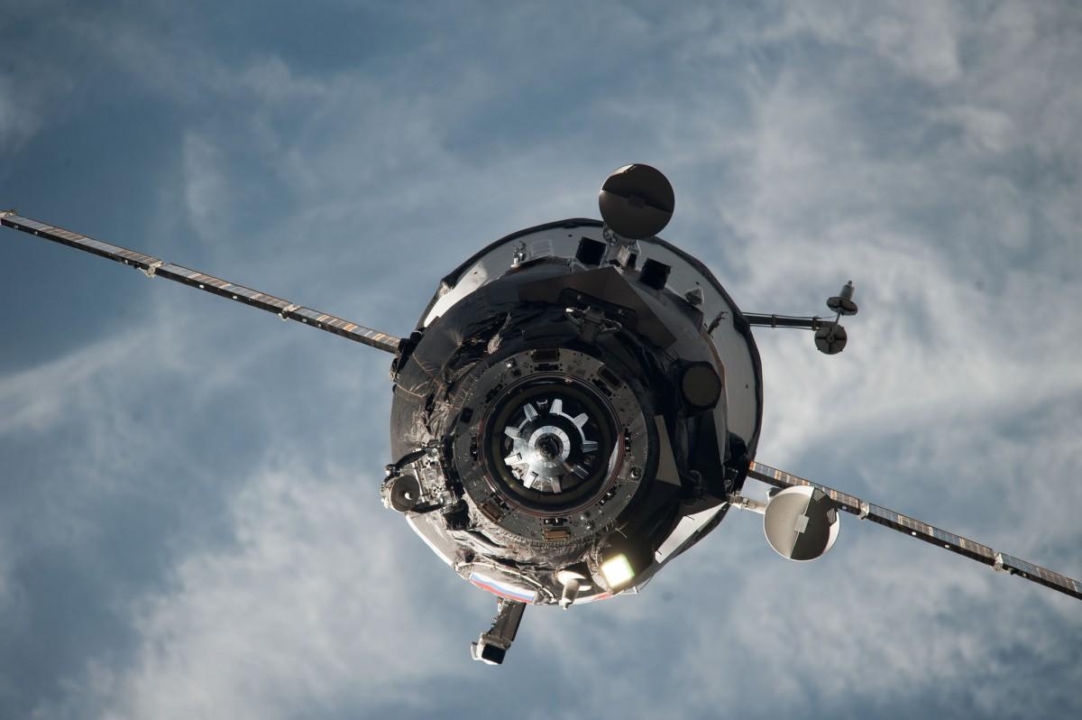 Вероятно, уже рухнул: Роскосмос потерял связь с грузовым автомобилем Прогресс, отправленным наМКС