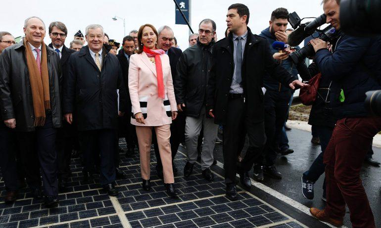 Во Франции открыта первая в мире дорога с покрытием из солнечных панелей