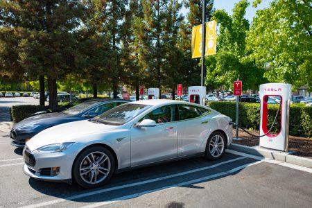 Илон Маск намекнул, что в следующем поколении станций Tesla Supercharger максимальная мощность возрастет в разы