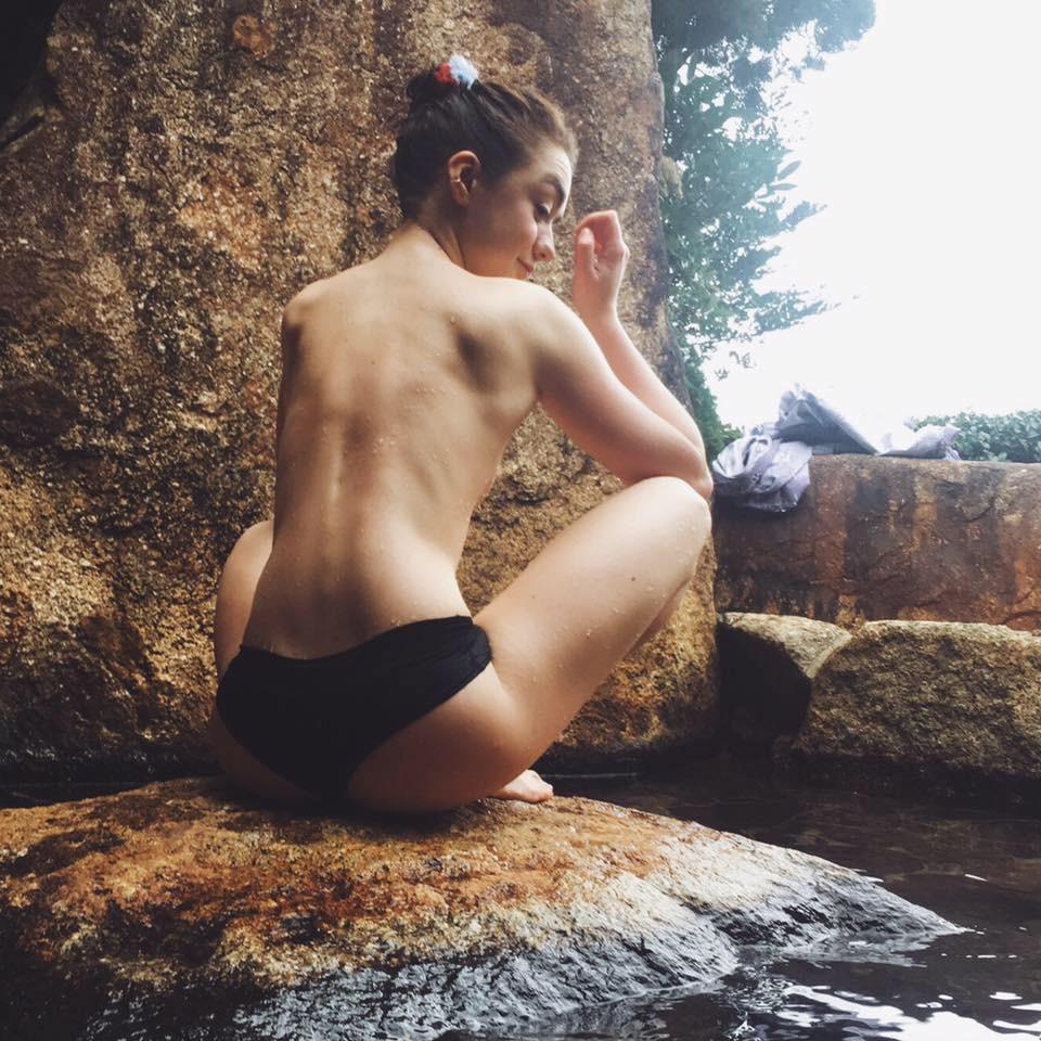 Обнажённые фото звезды сериала «Игра престолов» Мэйси Уильямс попали вСеть