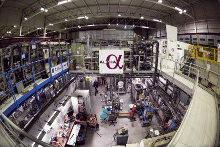 Физики CERN впервые измерили оптический спектр антиматерии