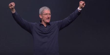 Тим Кук утверждает, что наушники Apple AirPods оказались «ошеломительно успешными», но конкретных цифр продаж не называет