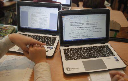 КГГА: В 2016 году киевские школы получили интерактивные средства обучения на сумму более 14 млн гривен, включая 380 «электронных учебников» и 33 современных учебных кабинета, а также 1300 ПК от КНР