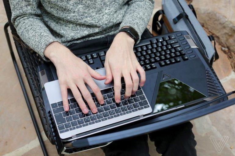 Компания Acer представила ноутбук сизогнутым экраном