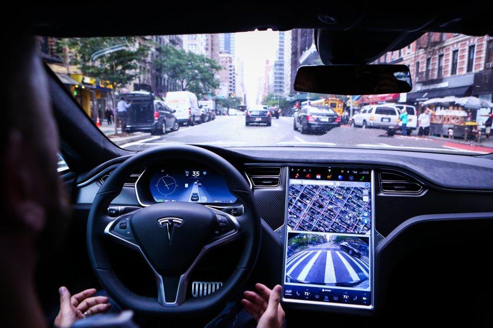 Tesla подала всуд на прежнего разработчика автопилота