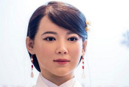 Китайский человекоподобный робот Jia Jia, который внешне очень похож на живую женщину, стал умнее и эмоциональнее