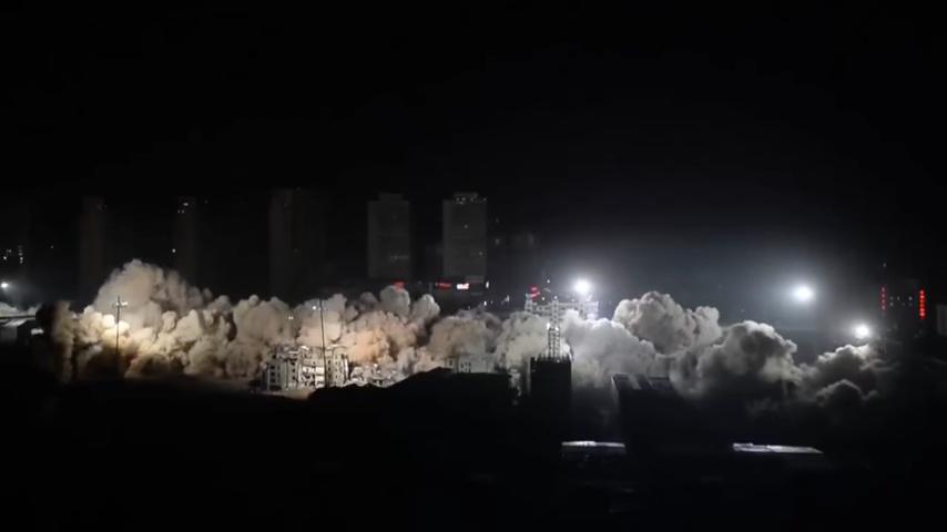 В КНР 19 высоток сложились сразуже