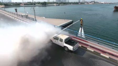 Видео с демонстрацией возможностей системы пожаротушения «Дельфин» на базе водяного реактивного ховерборда в Дубае