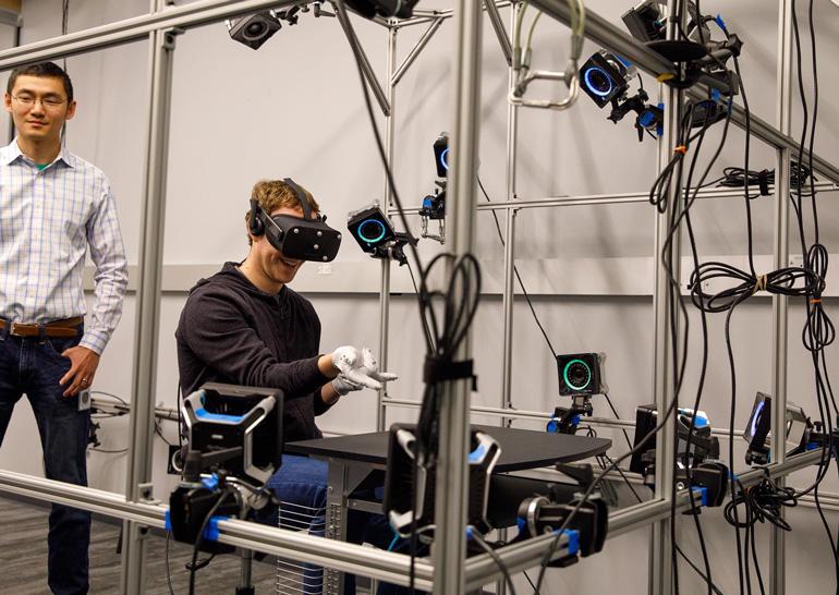 Фейсбук представил перчатки виртуальной реальности