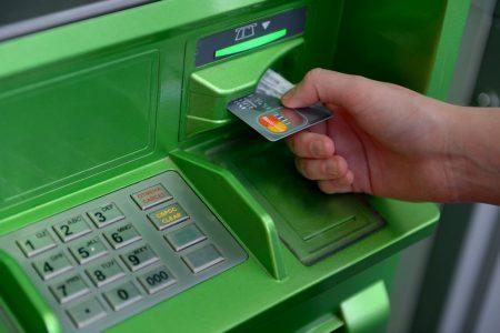 ПриватБанк рассматривает возможность оснащения своих банкоматов электрошокерами с дистанционным управлением