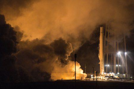SpaceX успешно испытала сохраненную ступень Falcon 9 с первой посадки на морскую платформу