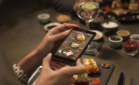 Sony Lifelog — приложение, рассчитывающее калорийность пищи по фотографии