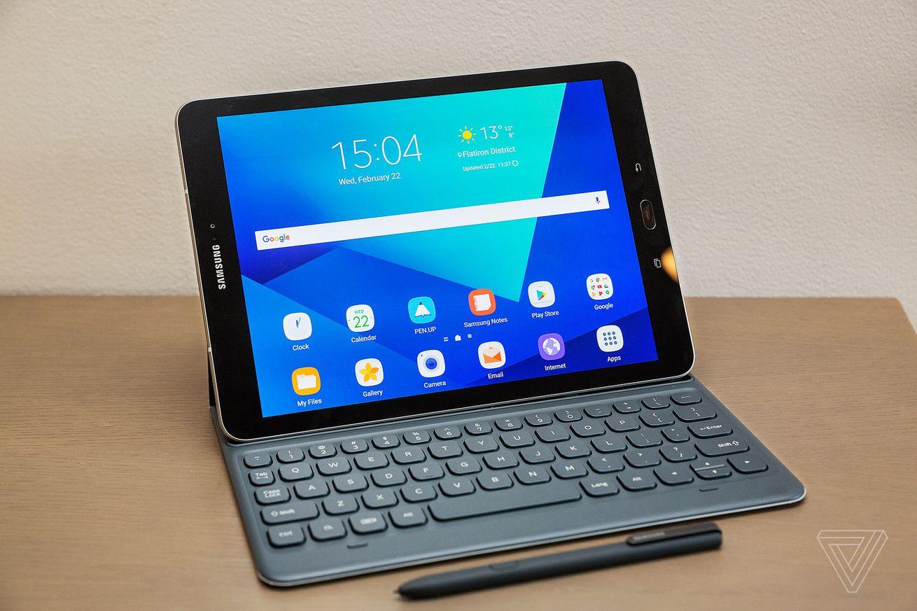 СМИ показали флагманский смартфон Самсунг Galaxy S8
