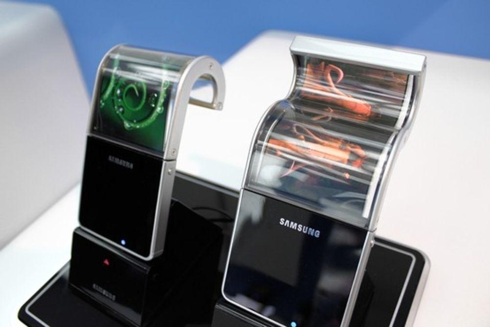 Серийный выпуск телефонов Самсунг сосгибающимися дисплеями начнется в2015 году