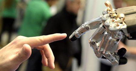 «Не можешь противостоять им — стань одним из них»: Илон Маск предвещает кибернетическую эволюцию человечества