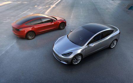 Tesla модернизирует свой завод во Фримонте для начала серийного выпуска электромобилей Model 3; водители теперь могут проверять наличие свободных мест на станциях Supercharger