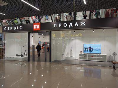 В Киеве открылся огромный центр Mi Home & Service с шоу-румом, сервисным центром и зоной для общения поклонников Xiaomi